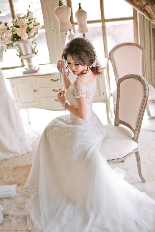 Váy cưới thu điệu đà nơi cổ áo