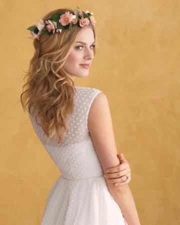 4 kiểu tóc cô dâu cài hoa tuyệt đẹp