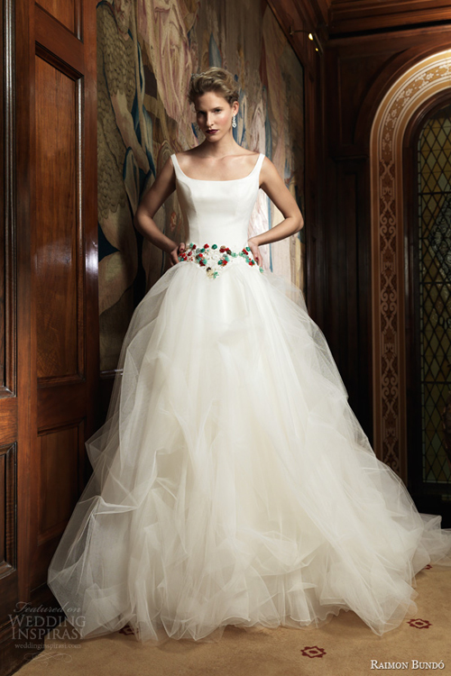 Váy cưới Tây Ban Nha phóng khoáng