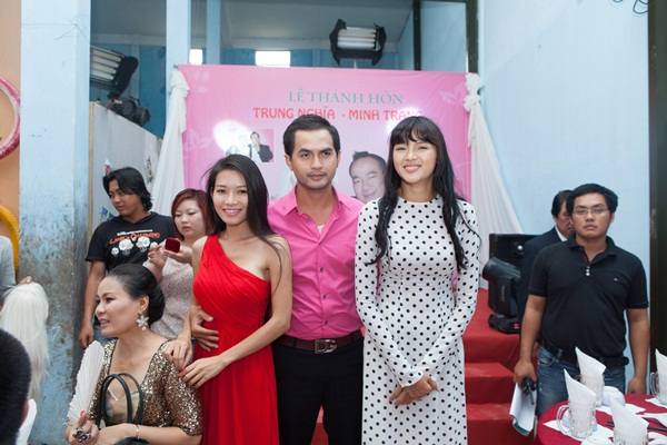 Bộ phim 'Vợ của chồng tôi' do Việt Trinh làm đạo diễn được phát sóng vào lúc 22h trên kênh HTV9 đang gây được sự chú ý. Bộ phim với sự tham gia của 3 diễn viên chính: Văn Phượng, Đức Tiến, Diễm Châu.
