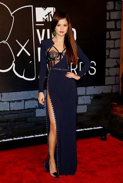 2-Selena-Gomez-1377575313.jpg
