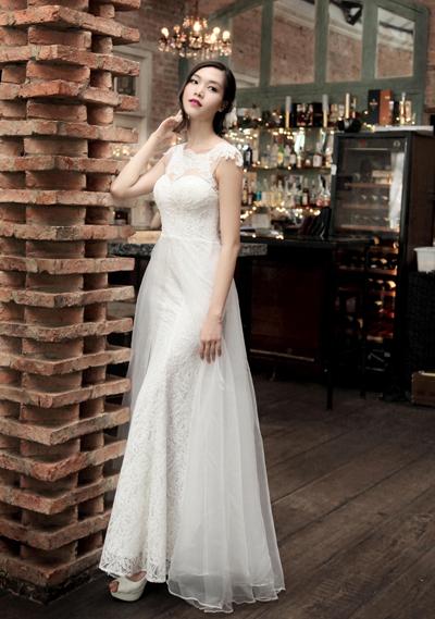 Thùy Dung gợi cảm với váy cưới voan