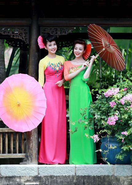 Thuận Việt trình diễn bộ sưu tập áo dài mới tại Nhật