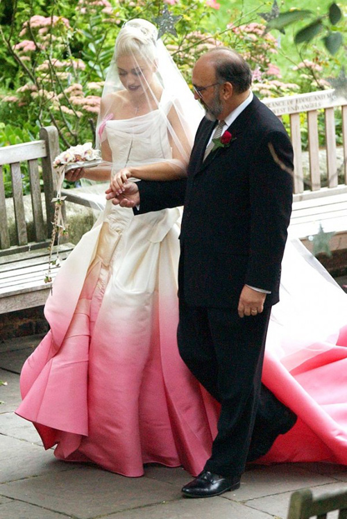 Gwen-Stefani-wedding-ombre-dress-John-Ga