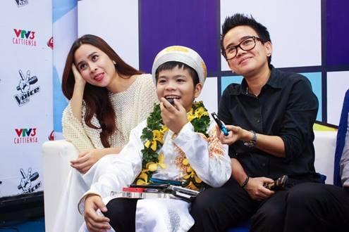 Lưu Hương Giang sẽ xin phép gia đình cho Quang Anh vào Hà Nội sống chung với vợ chồng mình.