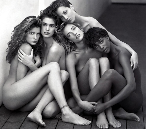 Naomi Campbell là một trong sô ít những người mẫu da màu thành công vào những năm 1980-1990.