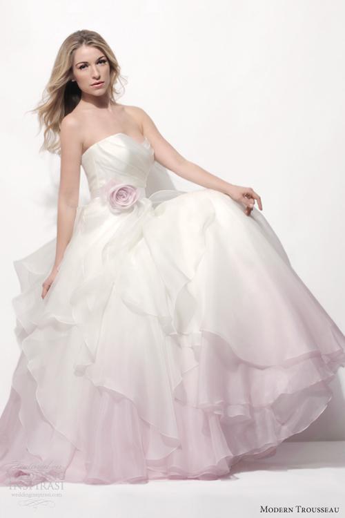 Váy cưới phớt hồng quen mà lạ