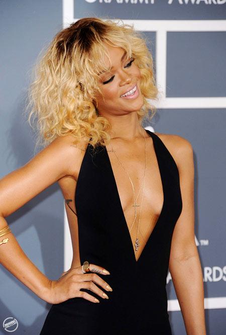 5-Rihanna-Grammys-2012-1920-1379046140.j
