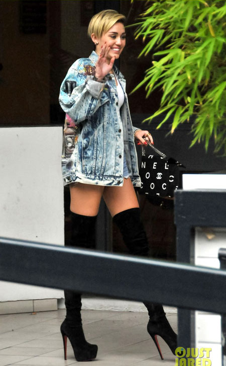 2-Miley-Cyrus-2528-1379314328.jpg