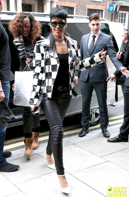 3-Rihanna-6757-1379314328.jpg