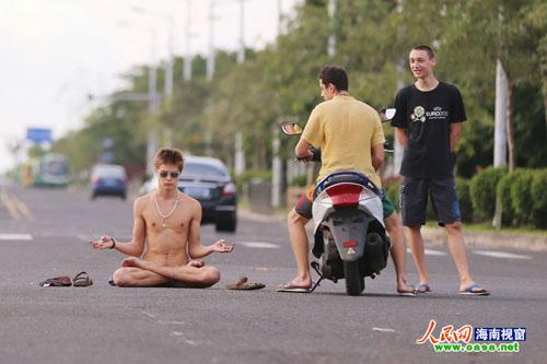 naked3-1573-1379318146.jpg