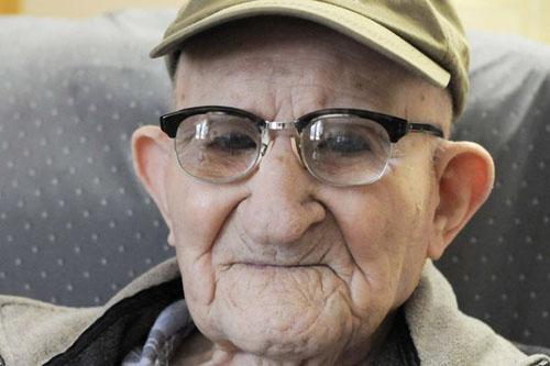 worlds-oldest-man-2275731-3536-137929498