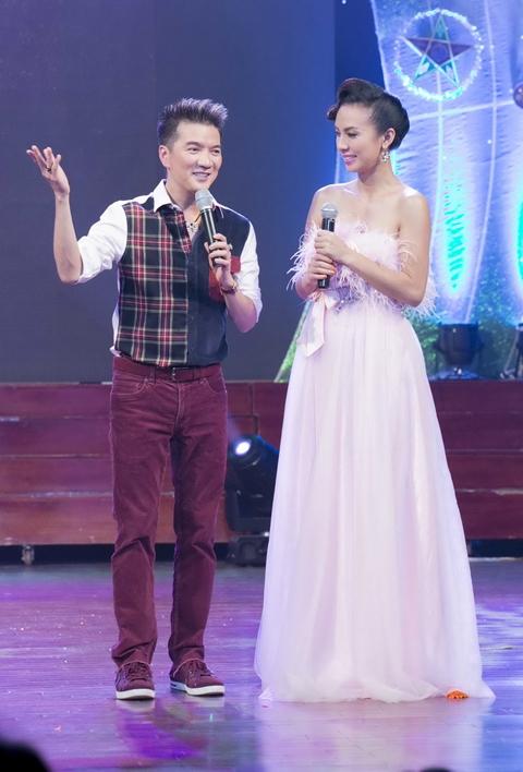 Không chỉ làm ca sĩ chính trong chương trình, Đàm Vĩnh Hưng còn là người dẫn chuyện vô cùng tốt khi bị làm MC bắt đắc dĩ cùng Huyền Ny trên sân khấu.