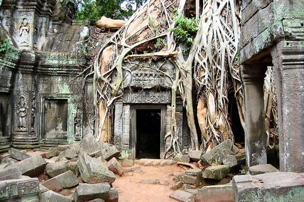 Angkor-Wat-Ruins1-1128-1379556462.jpg