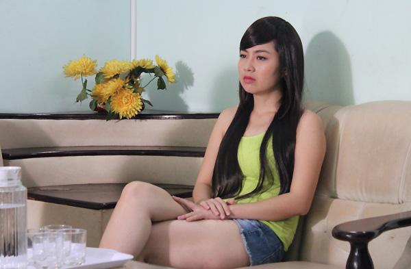 Không cảm nhận hết nỗi mất mát cô đơn của một cô gái lưu lạc đã nhiều năm cộng với bản tính đua đòi ăn chơi, Tú Lan luôn gây nên sự hoài nghi mơ hồ không thể lý giải cho ông bà Bảo Sùng khi cô đóng vai Lam Tiên.