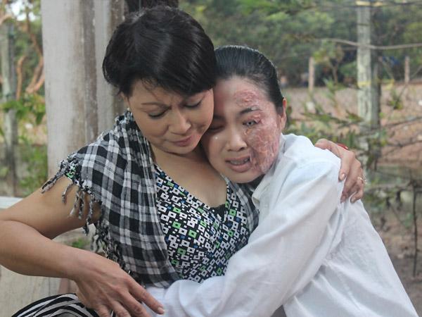 Khi nhận ra sự xuất hiện của Bạch Lam Tiên thật, cô cùng mẹ tìm mọi cách để ngăn cản Lam Tiên quay về. Cuối cùng cô phải trả giá đắt khi khuôn mặt bị hủy hoại bởi chính bàn tay của mẹ mình. Có thể nói số phận của Tú Lan mang đến sự cảnh tỉnh về một cách sống đáng lên án của những con người tham lam với tâm địa xấu xa.