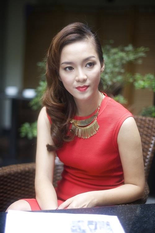 Chương trình Thời trang và Nhân vật tháng này tiếp tục giới thiệu đến khán giả những chia sẻ về bí quyết ăn mặc và phong cách thời trang cá nhân của ca sĩ Đinh Hương.