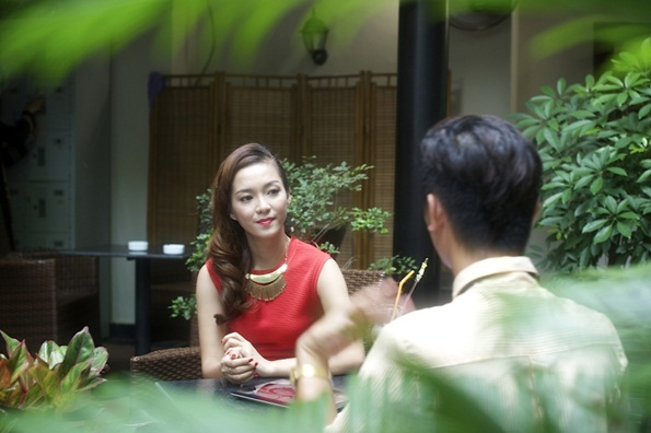 Đến với buổi ghi hình, Đinh Hương cùng ê-kíp của cô chuẩn bị hẳn một vali trang phục phong phú với những bộ cánh được Đinh Hương diện trên các sân khấu ca nhạc lẫn đời thường.