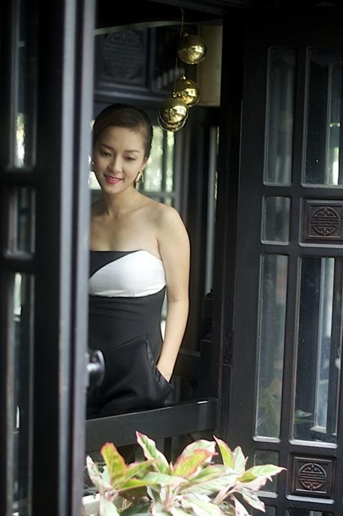 Bên cạnh một giọng hát đầy nội lực, gu thời trang hợp mốt cũng làm Đinh Hương tỏa sáng trên sân khấu.