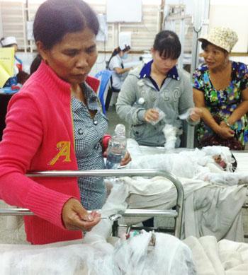 Các nạn nhân đang được điều trị tại bệnh viện trong tình trạng hôn mê.