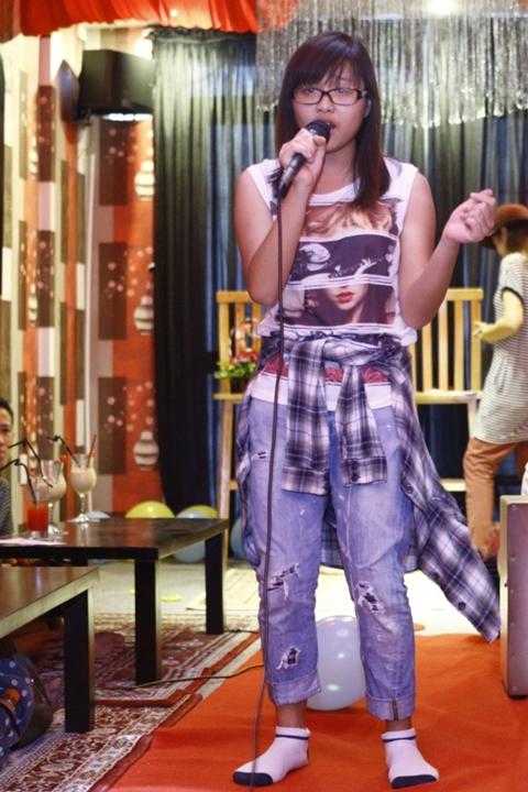 2 thí sinh The Voice Kids trong đội của Lưu Hương Giang cũng bất ngờ xuất hiện trong buổi họp fan lần này.