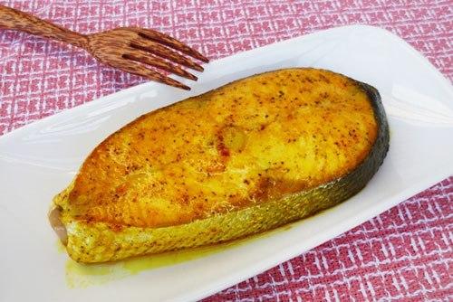 Không chỉ có nhiều chất bổ dưỡng, cá hồi còn có thể chế biến thành rất nhiều món ăn ngon và đẹp mắt. Mời các bạn cùng thử một kiểu chế biến vô cùng đơn giản và nhanh gọn này nhé.