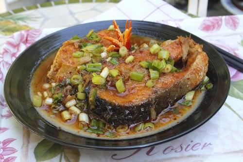 Cá hồi rất tốt cho sức khỏe, có thể chế biến nhiều món ngon bổ sung thêm cho thực đơn nhà bạn một món cá kho đơn giản nhưng rất ngon miệng.
