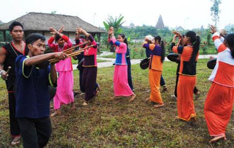 Điệu múa trong lễ hội của người Raglai.