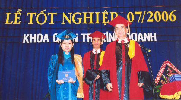 Bảo Khuyên trong Lễ tốt nghiệp đại học.