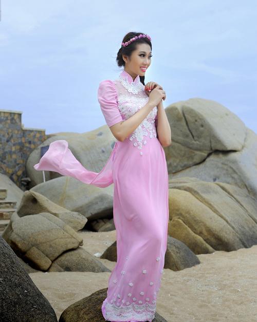 Phương Trinh điệu với áo dài cưới kết hoa