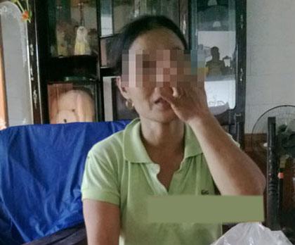 Mẹ nạn nhân bị sốc nặng sau khi con gái gặp nạn.