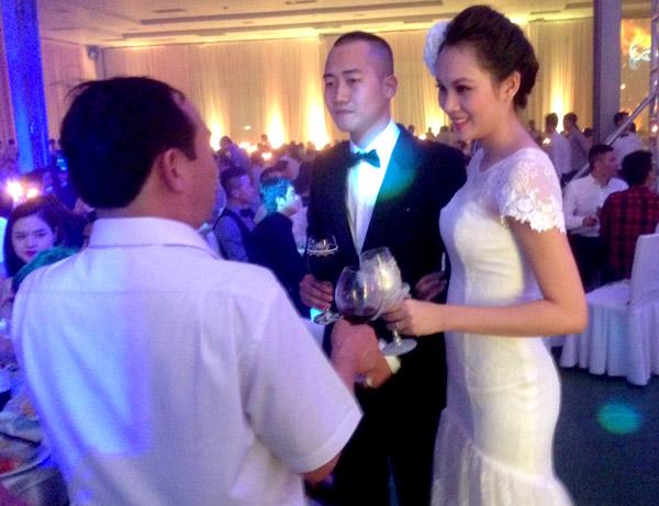 Sự kiện - Ngọc Thạch thay hai váy trong lễ cưới  (Hình 9).