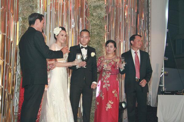 Sự kiện - Ngọc Thạch thay hai váy trong lễ cưới  (Hình 7).