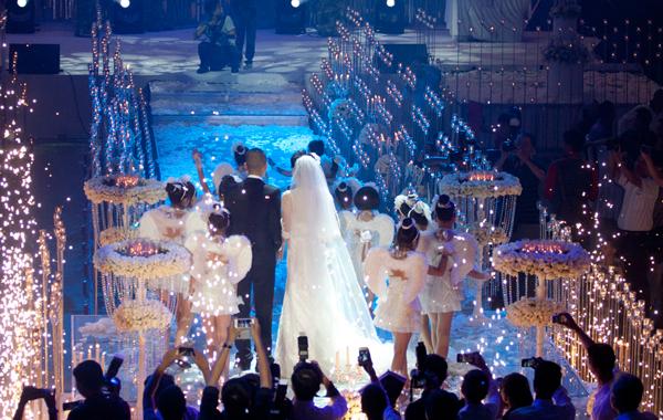Sự kiện - Ngọc Thạch thay hai váy trong lễ cưới  (Hình 2).