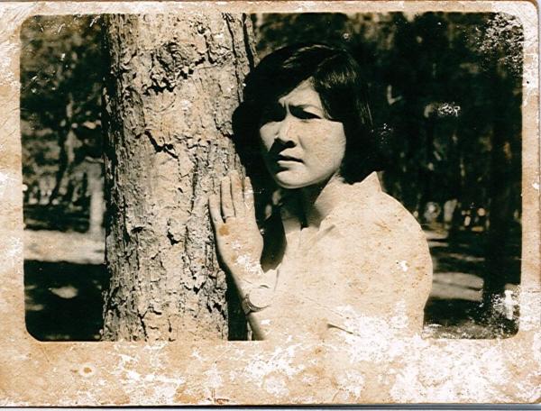 Tuổi thanh xuân với bao hoài bão và mộng mơ của mẹ.
