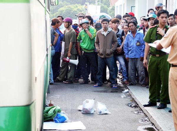 Nữ giao viên người Nhật bị xe buýt cán chết tại Bến xe Bến Thành. Ảnh: Châu Thành