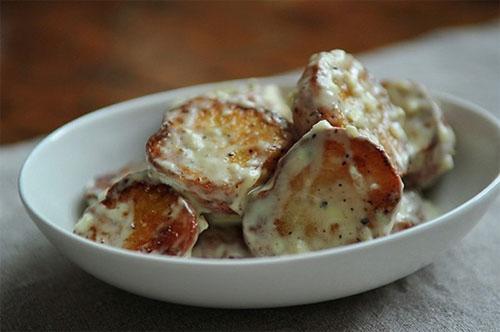 Món salad kiểu Tây Ban Nha được chế biến rất đơn giản, không mất nhiều thời gian mà lại dễ ăn.