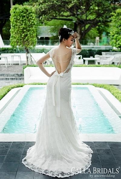 Đinh Ngọc Diệp sexy với váy cưới Calla Bridals