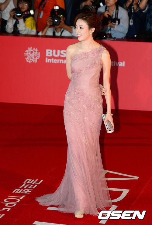 Han Hyo Joo mặc đẹp nhất thảm đỏ BIFF