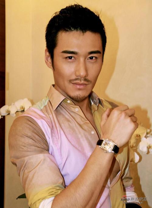 Hồ Binh, siêu mẫu một thời trong giới mẫu nam Trung Quốc.