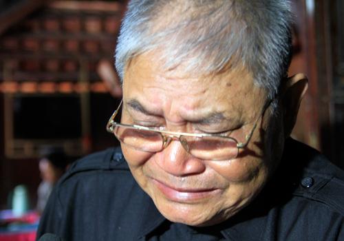 Ông Hoanh bật khóc khi kể chuyện về tướng Giáp. Ảnh: Nguyễn Đông