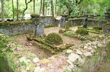 Lăng mộ thái giám tại chùa Từ Hiếu.