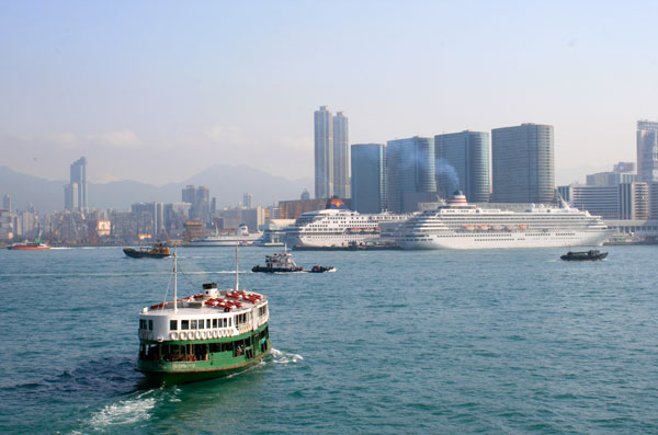 hong-kong-victoria-harbour-cruise-ship.j