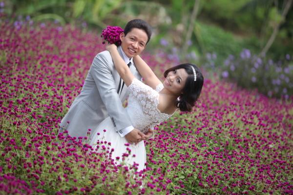 Tình Ta đơm hoa từ lòng đất Đôi lứa tình yêu mùa xuân Làng lúa Làng hoa Mùa xuân
