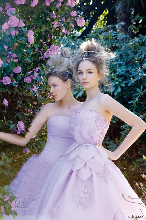 Váy cưới `ngọt` như hoa đỗ quyên