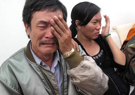 Cha chị Trần Thị Hải Yến đau đớn trước cái chết đột ngột của con gái.