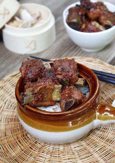 Thịt sườn mềm, thấm gia vị và một chút khéo léo khi kho là bạn đã có món sườn non kho tàu đậm đà hương vị Việt.