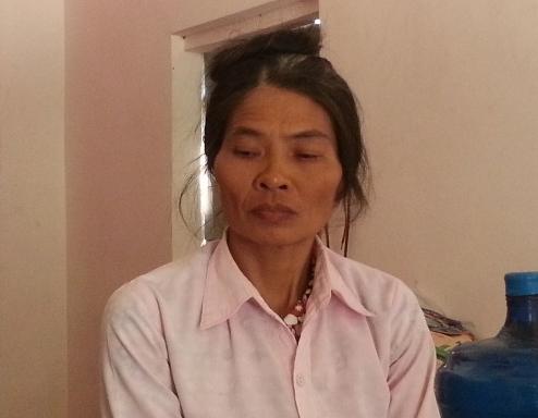 Bà Đặng Thị Hoa, vợ nghi phạm Nguyễn Hữu Sơn cho biết chồng mình bị rối loạn thần kinh do bệnh viêm não mủ.