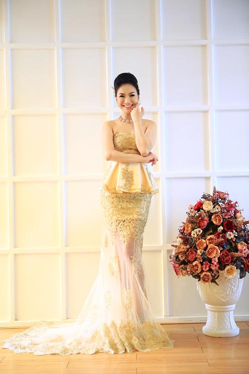 Quỳnh Trâm sang trọng với váy cưới baroque