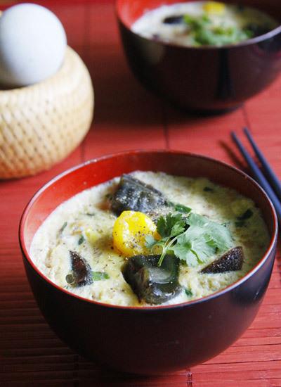 Thỉnh thoảng bạn đổi vị cho gia đình với món thịt hấp trứng có vị mặn mặn, bùi bùi của trứng vịt muối và thơm của trứng bách thảo.